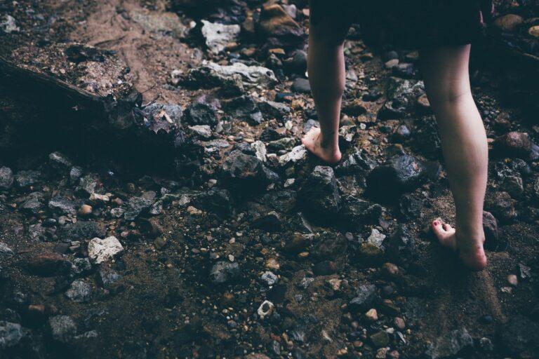 Poema: Camino descalzo