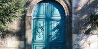 Poema: Ocultos en un portal